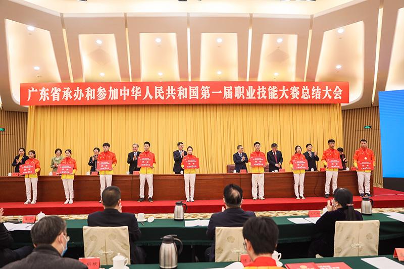 被点名!东莞市技师学院及师生14人受省人民政府通报表扬